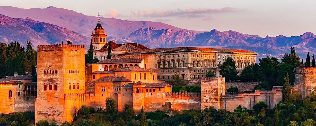 https://www.perusiaviaggi.it/images/gran-tour-andalusia/alhambra-granada.jpg